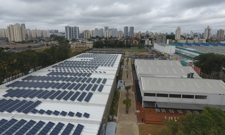 A energia solar é sustentável, as placas não
