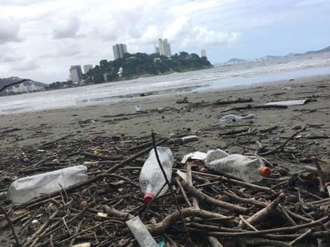 Lugar de lixo é … na reciclagem