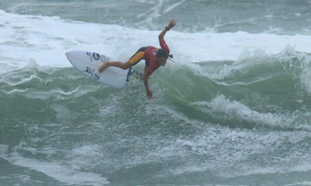 Circuito Medina de Surfe reúne centenas em Maresias
