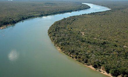 Comunidade se reúne para limpar o Rio Tocantins