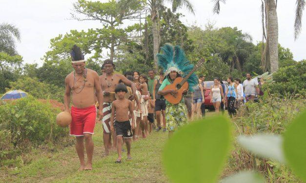Uma aula de cultura indígena na aldeia Tapirema