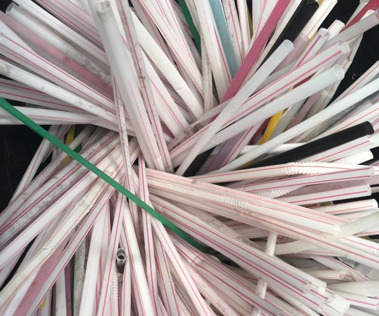 Câmara vota proibição de canudos plásticos em São Paulo