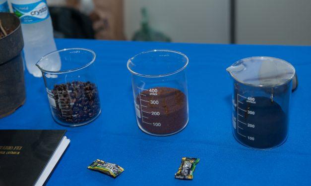Alunos criam carvão feito com borra de café