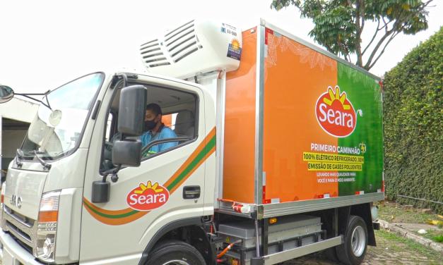 Empresa inicia uso de caminhão elétrico